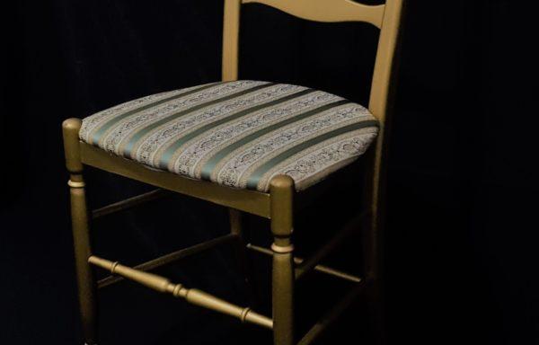 Sedia Campanina colore oro – cuscino avorio e verde salvia