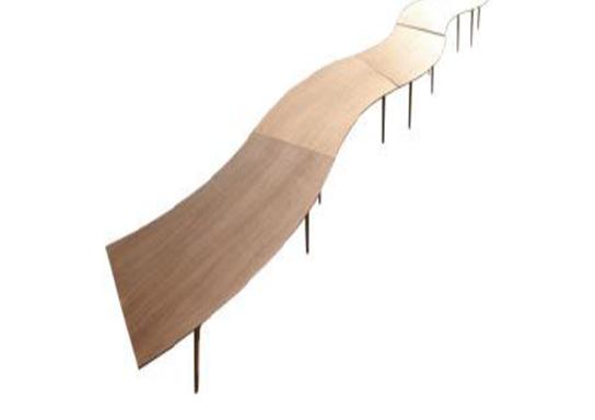 Tavolo a sezioni ondulato